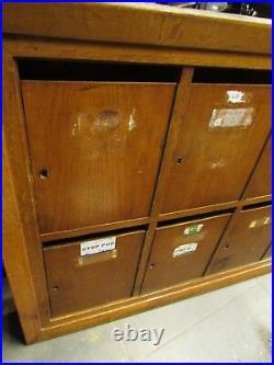 Ancien grand meuble de boites aux lettres casiers deco cuisine en bois enfilade