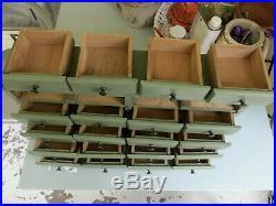 Ancien meuble de métier atelier industriel layette d'horloger mercerie tiroirs à