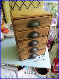 Ancien petit meuble d'atelier à tiroirs métier layette horloger mercerie bois de