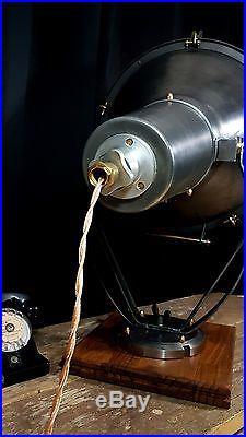 Ancien projecteur Mazda. Industriel usine atelier loft tendance vintage