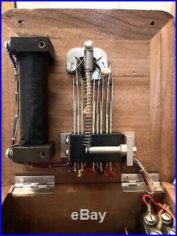 Ancien téléphone modéle 1910 en bon état et trés propre