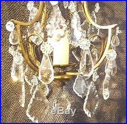 Beau lustre ancien en bronze et pampilles de cristal taillé. H. 45 cm