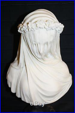 Buste de femme en marbrine et son voile de mariée