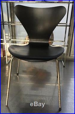 Chaise Jacobsen Fritz Hansen Serie 7 Noir Bureau