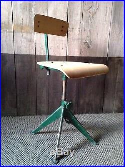 Chaise dAtelier attribué à Jean Prouvé