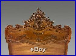 Chambre à coucher aux putti style Louis XV rocaille noyer 1900