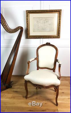 Fauteuil Cabriolet D'époque Louis XV En Hêtre Mouluré Et Sculpté De Fleurettes