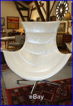 Fauteuils Coque (la paire) en cuir blanc nacré style Année 1970