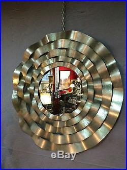 Glace / miroir rond en tôle mouvementée argenté style années 1970