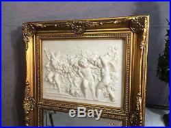 Glace / trumeau style Louis XV décor de Putti en marbrine avec glace biseautée