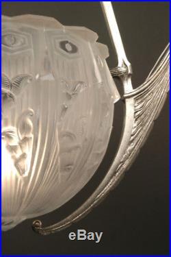 Grand Lustre Art Déco En Bronze Et Verre Moulé-pressé