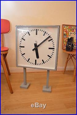 Horloge d'usine double faces ancienne industrielle