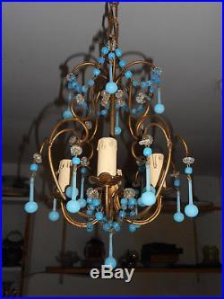 JOLI LUSTRE A PAMPILLES EN OPALINE BLEU. Luster, chandelier, gouttes