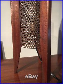 Lampe Vintage Tripode, Metal Perforé & Bois Teck, Design 50 60 Scandinave