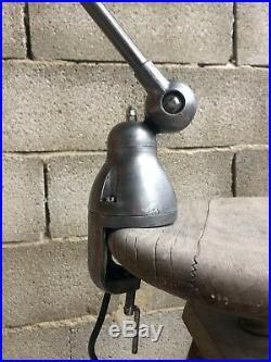 Lampe industrielle Jieldé sur étau finition graphite, bras de 25 cm