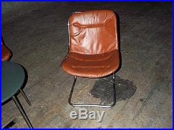 Lot 4 chaises ou fauteuils années 70 en métal et skaï, meuble vintage déco loft