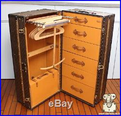 Malle wardrobe vintage pochoir monogramme Louis Vuitton vintage trunk 1914