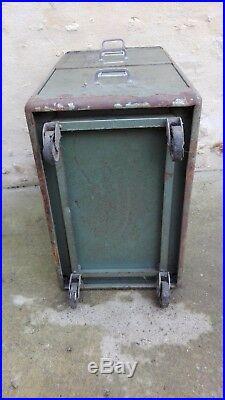 Meuble industriel à tiroir/déco industriel/loft design/patine d'origine/atelier