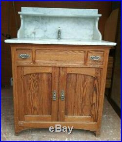 Meuble lavabo en sapin ancien