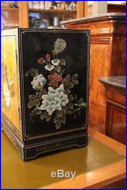 Paire chevets bouts de canapés laque Chine Extrême-Orient signé A. Morand 1907