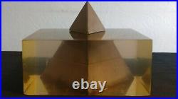 Pierre Giraudon pyramide en inclusion résine 1960
