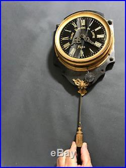Rare Pendule Ancienne Des Grands Magasins Du Louvre A Paris (cadran En Verre)