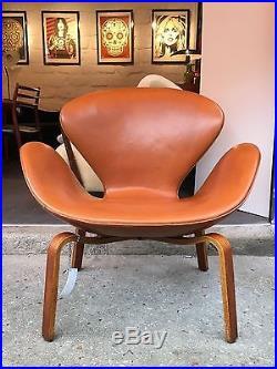 Rare fauteuil swan d'Arne Jacobsen édition Fritz Hansen circa 1960 base teck