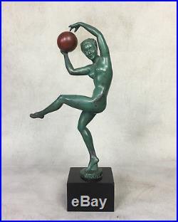 Sculpture Art Déco (1920-1930) Signée Briand La Danseuse Au Ballon