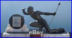 Sculpture homme athletique chasseur lance Roncourt pendule époque Art Déco 1930