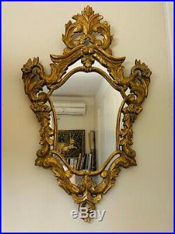 Somptueux Miroir de style LOUIS XV VÉNITIEN, en bois doré et décors de volutes