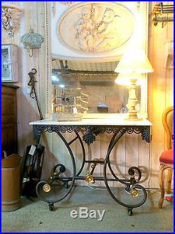 Table à roulettes en fer forgé à dessus de marbre table de boucher
