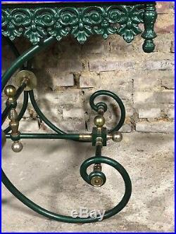 Table de boucher en fer forgé ornement laiton à dessus de marbre