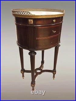 Table de chevet style Louis XVI acajou bronze doré