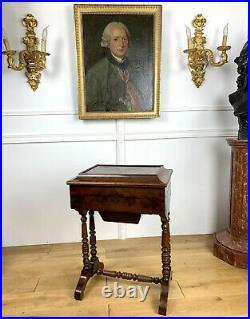 Table /travailleuse En Acajou Epoque Louis Philippe Avec Interieur En Citronnier