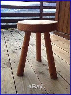Tabouret tripode design de Charlotte Perriand, wood stool, Prouvé, Jeanneret