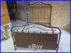 Très beau lit ancien en métal vintage déco en laiton années 1950 campagne chalet